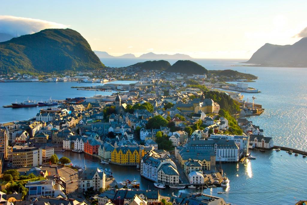 大火災から生まれたお洒落すぎるノルウェーの港町「オーレスン」
