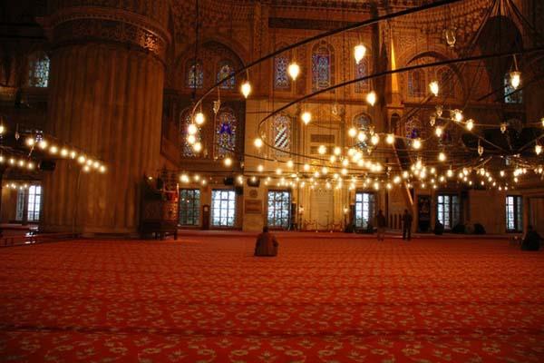 ブルーモスクことスルタンアフメト・モスクの内部の景色