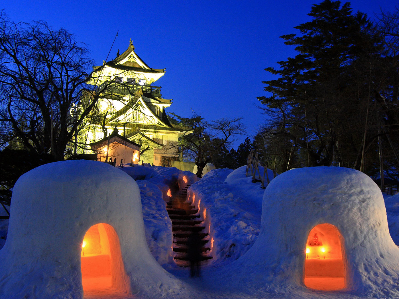 死ぬまでに一度は行きたい日本の絶景:横手のかまくら祭り