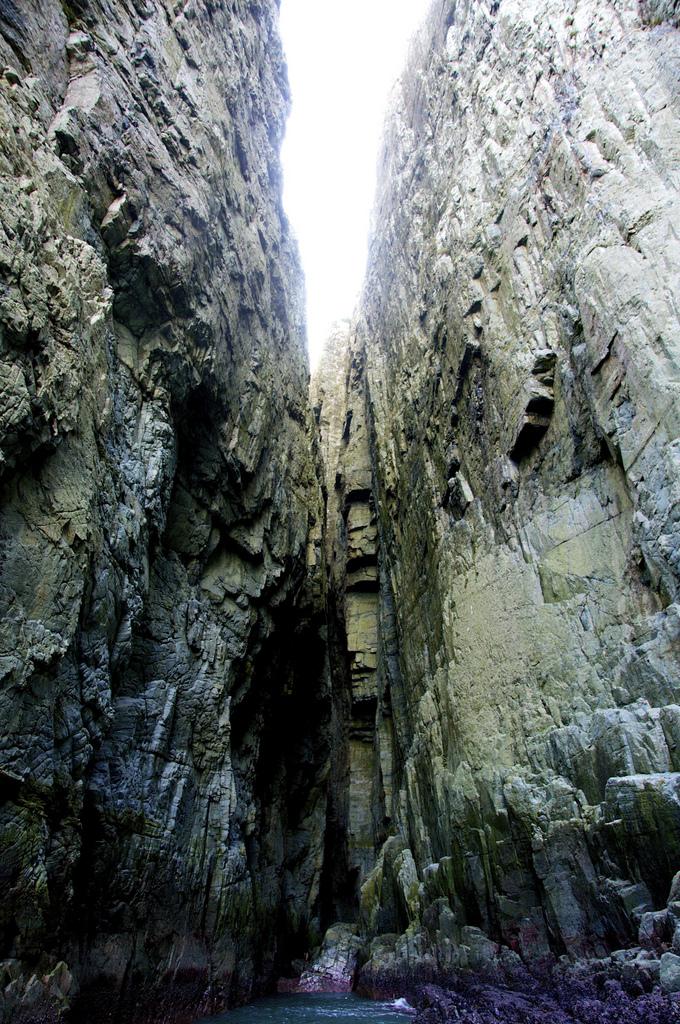 引き潮になると現れる巨済島の十字洞窟