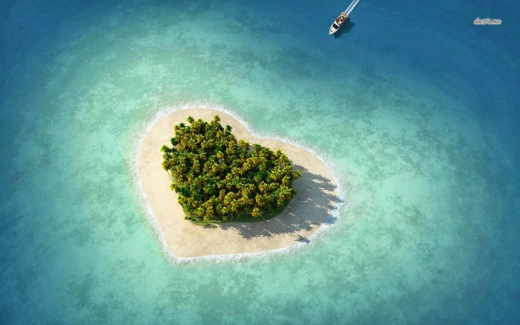ハートの形のタバルア島に上部から向かう舩
