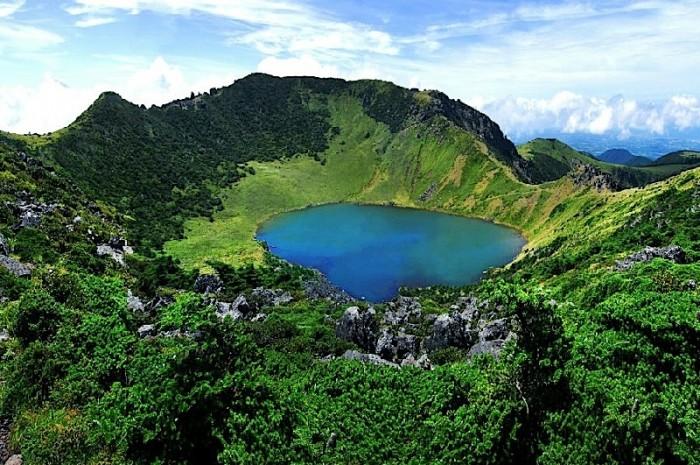 済州島の漢拏山の最上部の湖