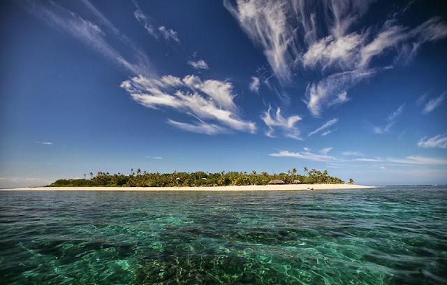 タバルア島の海と空
