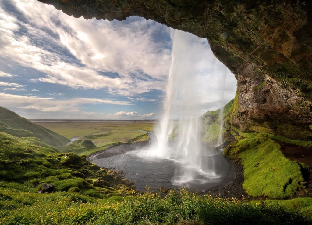 死ぬまでに行きたい世界の絶景:アイスランドの滝「セリャラントスフォス」
