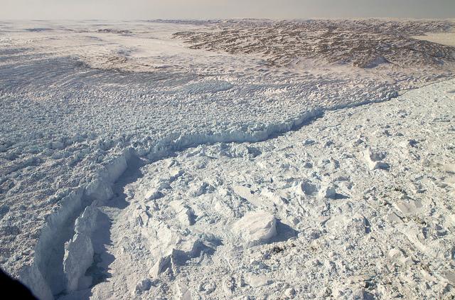 グリーンランドの氷の峡谷