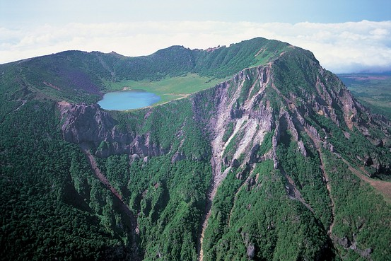 済州島の漢拏山の上部を眺めた風景