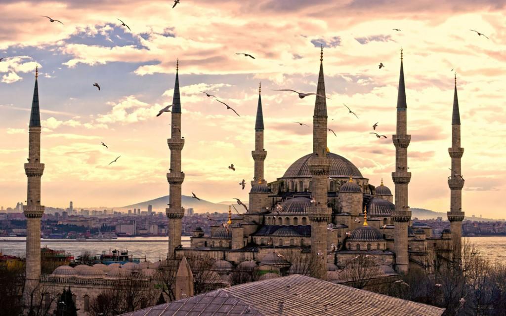 文明の交差点にそびえ立つ世界一美しいオスマン建築の傑作「ブルーモスク」