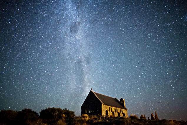 星空が美しいテカポの夜空