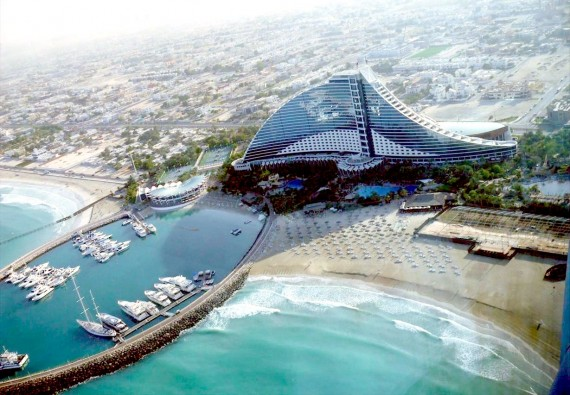 上空から見たジュメイラ・ビーチ・ホテル