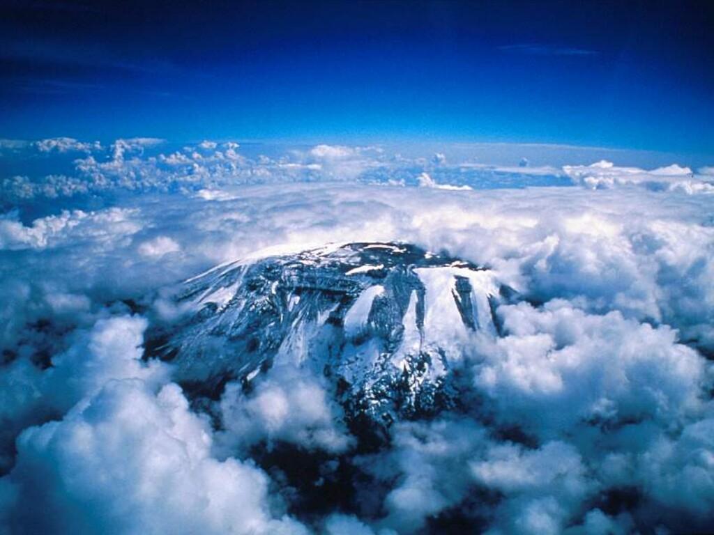 上空から眺めたキリマンジャロ