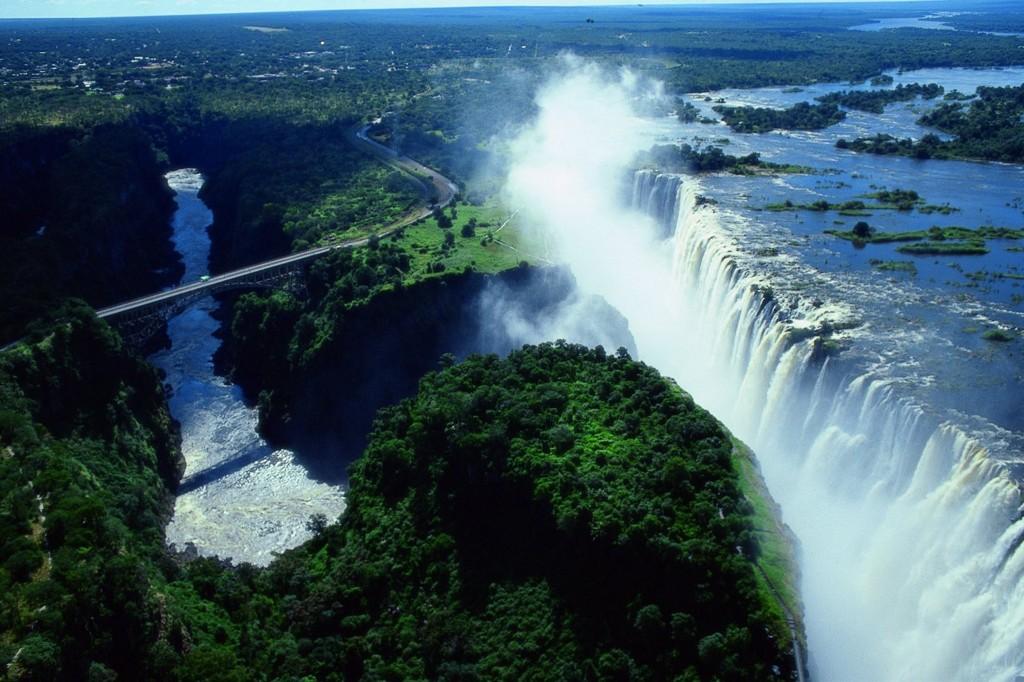死ぬまでに一度は行きたい世界の絶景:悪魔のプールを持つヴィクトリアの滝