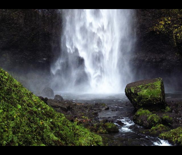 マルトノマ滝の瀑布
