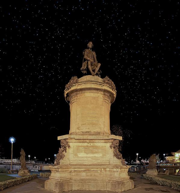 ストラットフォード•アポン•エイボンにあるシェイクスピアの銅像