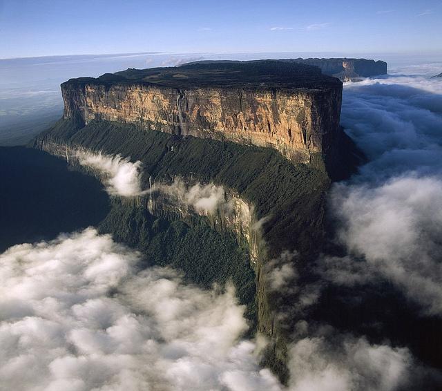 カナイマ国立公園内のロライマ山の風景