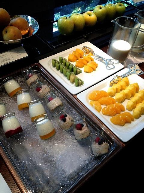 ザ・リッツ・カールトン京都の朝食のヨーグルトやフルーツ