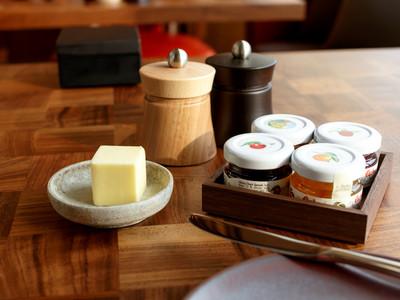 アンダーズ東京の朝食ブッフェの小物類