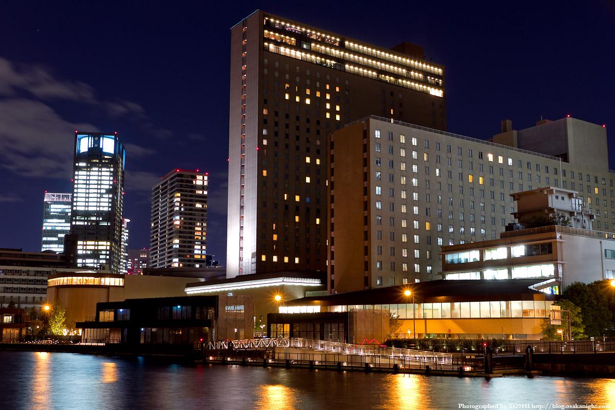 リーガロイヤルホテル大阪の外観(夜)