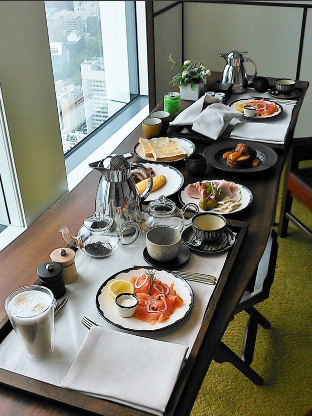 アンダーズ東京のルームサービスの洋風の朝食