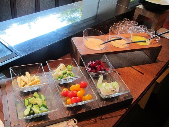 ザ・リッツ・カールトン京都の朝食のサラダコーナー