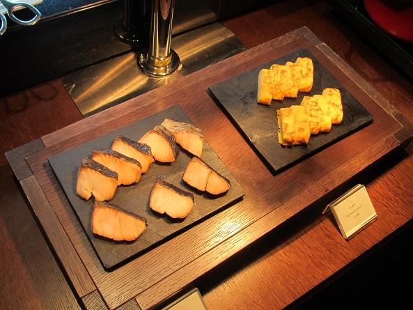 ザ・リッツ・カールトン京都の朝食の焼き鮭と卵焼き