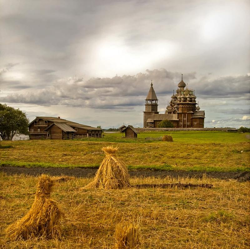 キジ島の木造教会の周辺風景