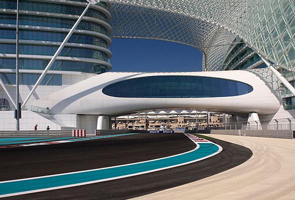 F1サーキットコースに堂々とそびえ立つユニークすぎるホテル「ヤス・ヴァイスロイ・アブダビ」