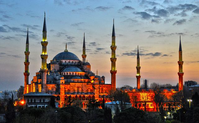 ブルーモスクことスルタンアフメト・モスクの夕暮れ時