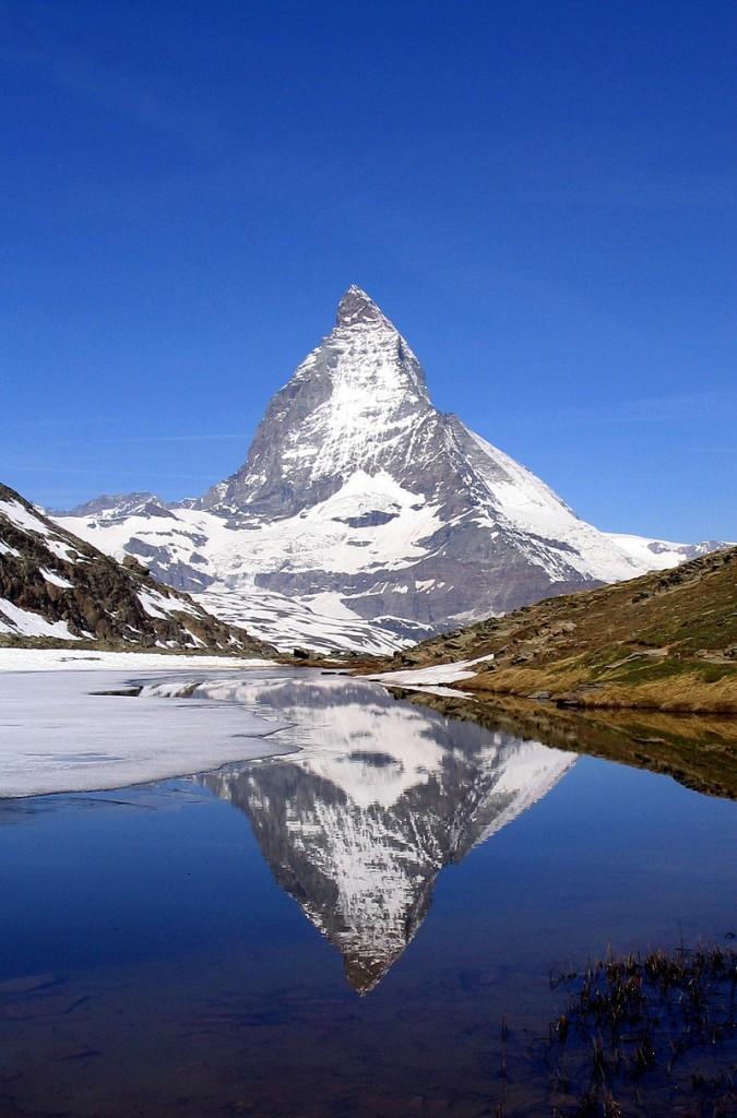 800px-Matterhorn_Riffelsee_2005-06-11