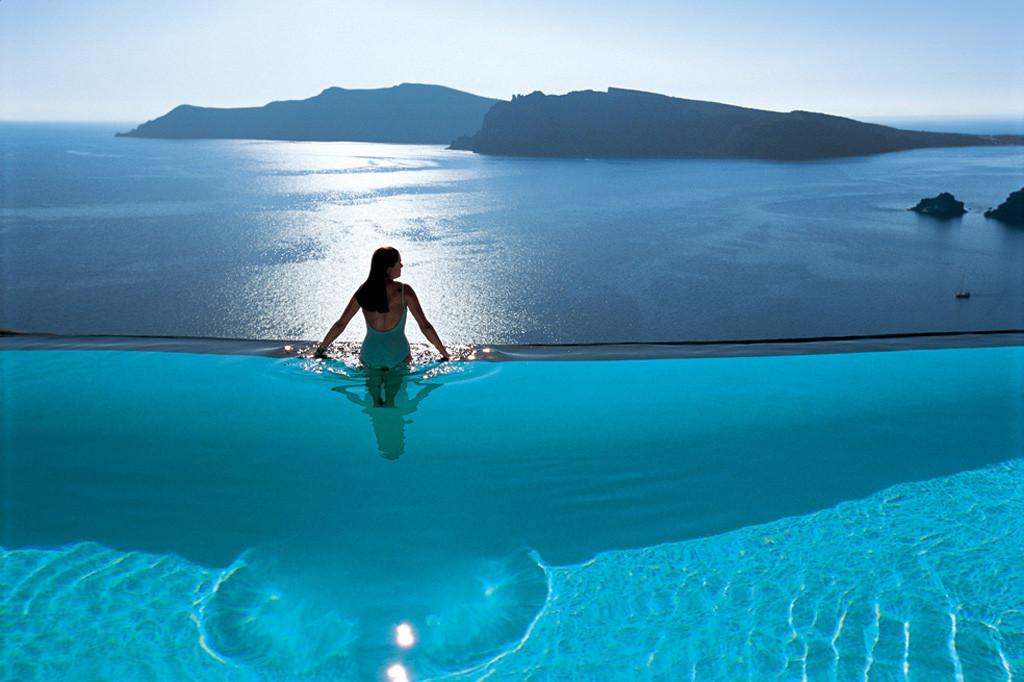 地平線が見える絶景プール「インフィニティプール」を持つ素敵すぎるホテルおすすめ5選