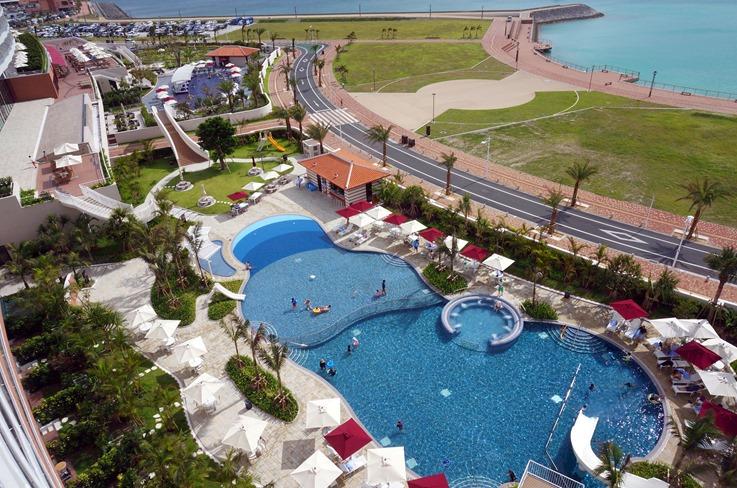 ヒルトン沖縄北谷リゾートのプール