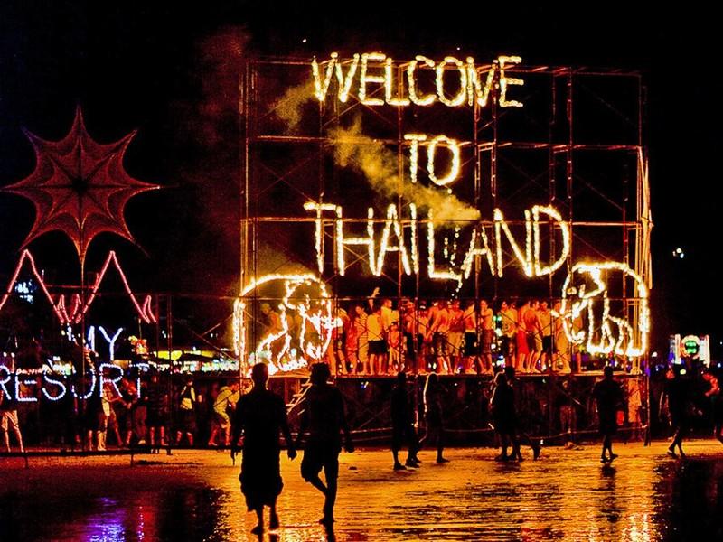 満月の夜のパーティー!世界中から旅人が集まる「フルムーンパーティー」が大人気
