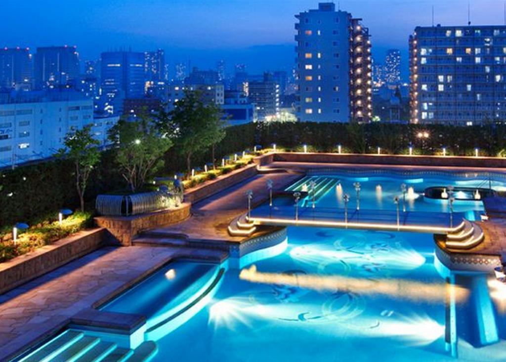 【まるで貴族の庭園】都内随一の屋外プール「ガーデンプール」で都内に居ながら海外リゾート気分を満喫♪