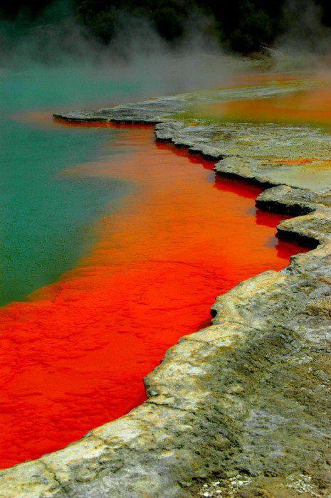 geo-champagne-pool-at-the-artist_s-palette-at-the-wai-o-tapu-thermal-wonderland-nz