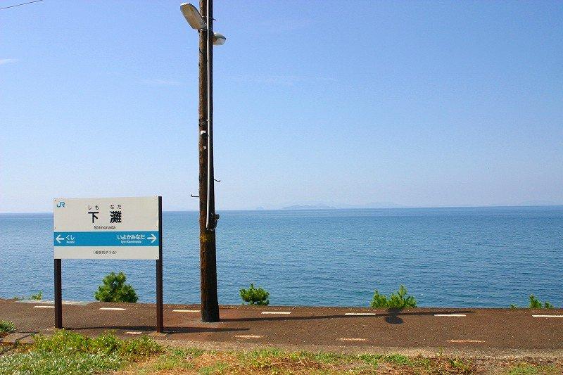 思わず降りてしまう、という経験をしたことがありますか?心揺さぶる海沿いの駅「下灘駅」が素敵すぎる