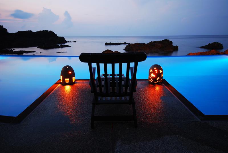 聖域の岬で400年以上愛されてきた「よしが浦温泉ランプの宿」