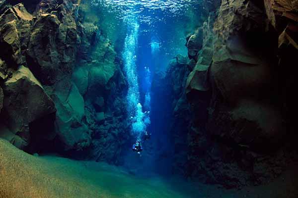 地球を感じる極寒ダイビング!世界中のダイバーを虜にする地球の割れ目「シルフラ」