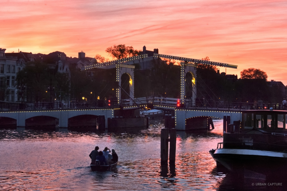 130721_2212_skinny_bridge_sunset_amstel_amsterdam_the_netherlands.a5j4m6rtmfsc4gggs0g88gc4c.8hrw0xj94288kk84gsowgs4o4.th