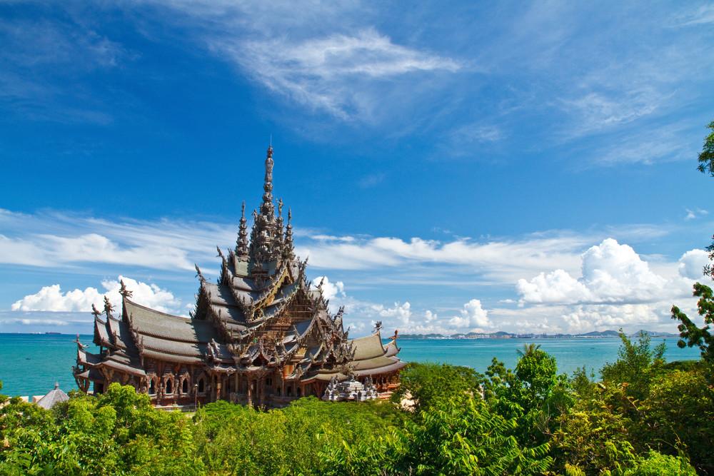 まるでサグラダファミリア?タイの巨大木造建築「サンクチュアリ・オブ・トゥルース」が圧倒的