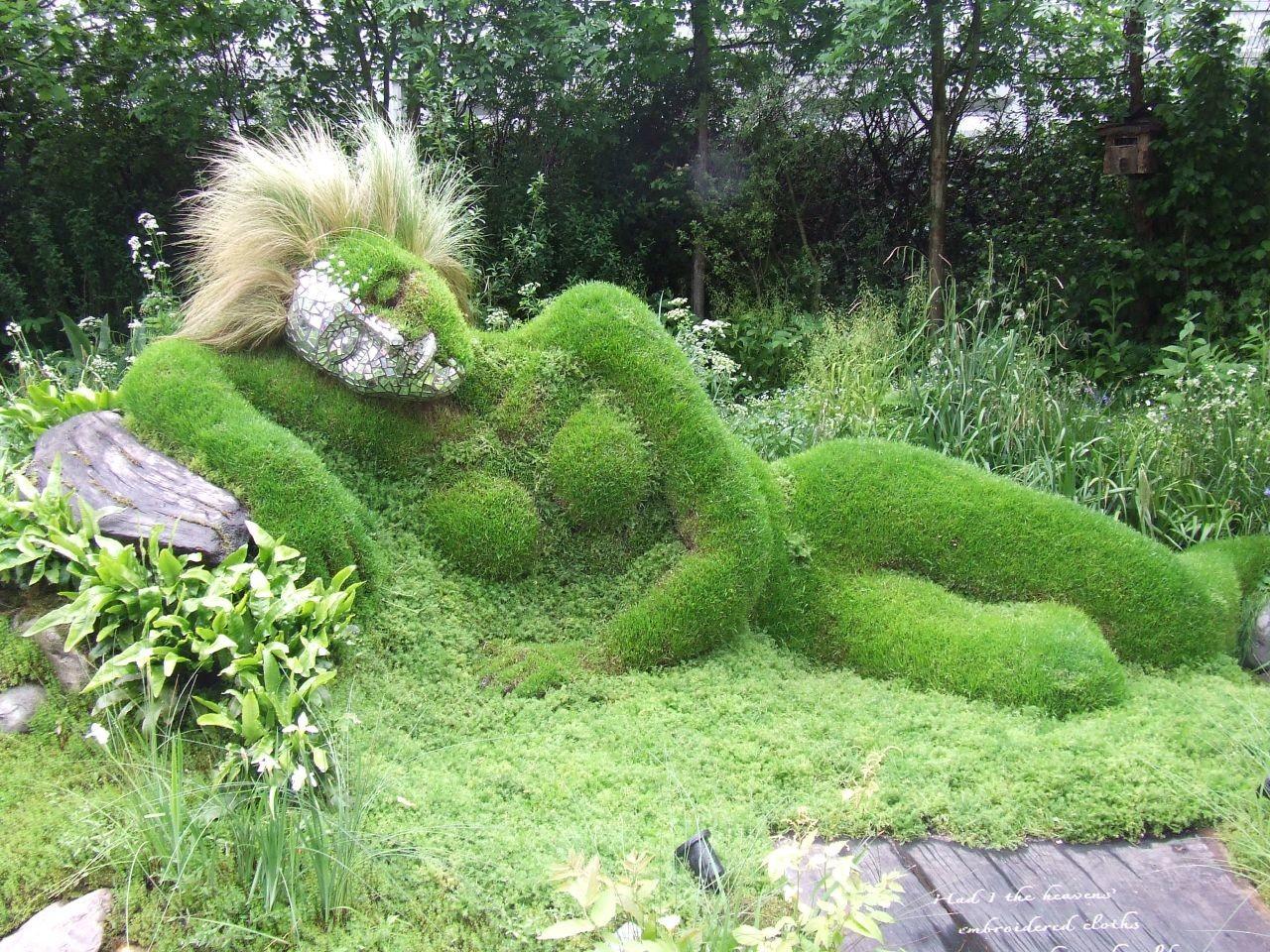 まるで巨神が眠る庭。イギリスの「ロスト・ガーデンズ・オブ・ヘリガン」がとても神秘的