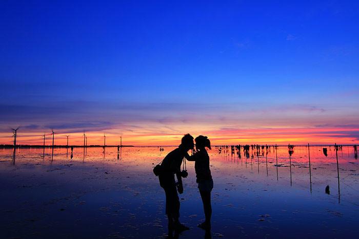 台湾のウユニ塩湖!?台中にある「高美湿地」の鏡張りの絶景がとても素敵
