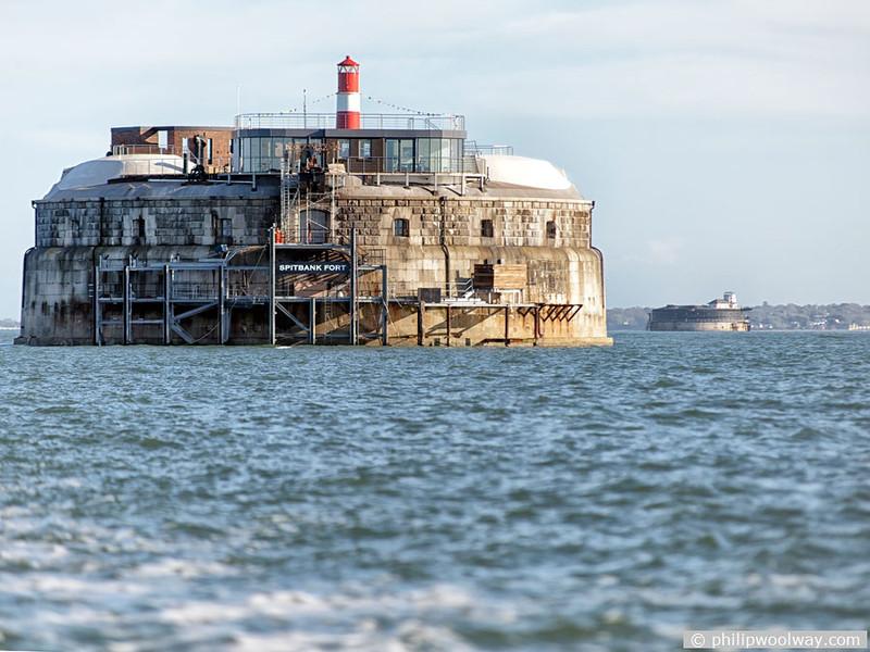 海上城塞がホテルに?イギリスの「スピットバンク・フォート」が元要塞とは思えないほど素敵