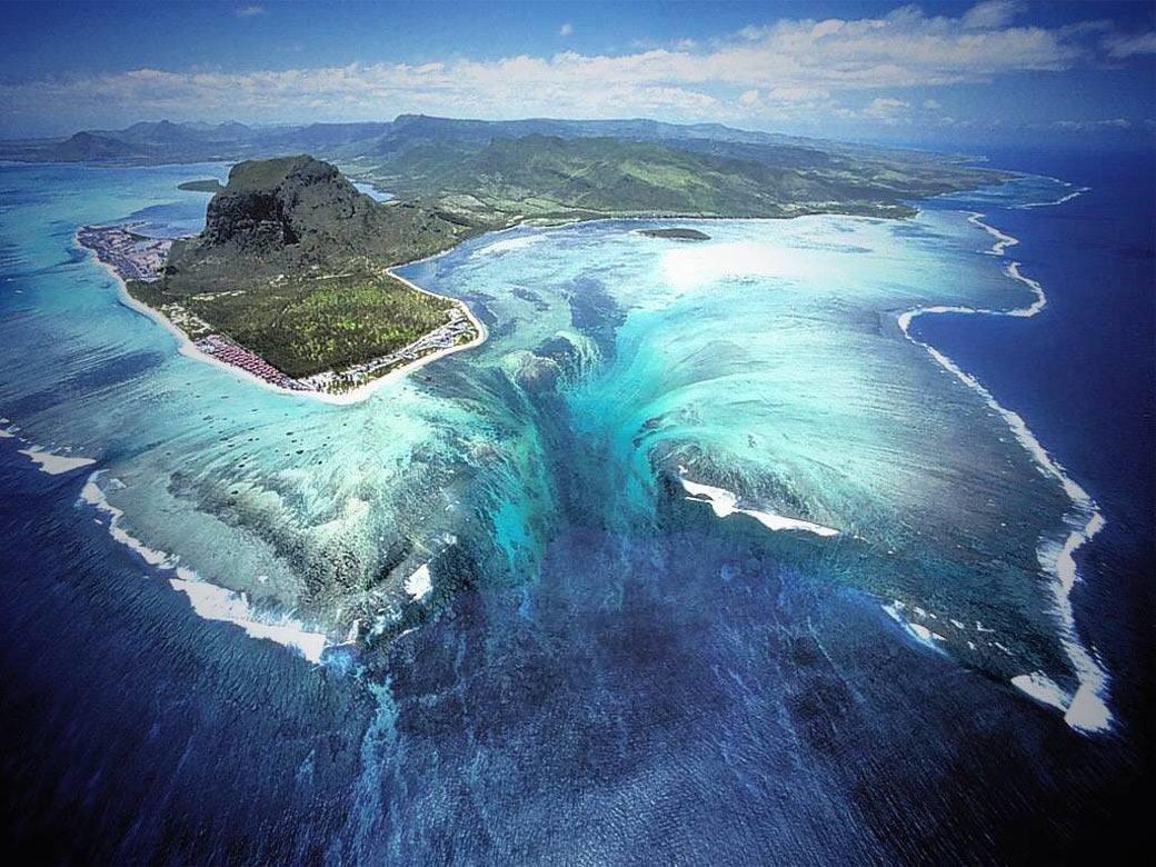 海の中に滝!?インド洋の貴婦人と呼ばれる絶景「モーリシャス島」が楽園すぎる
