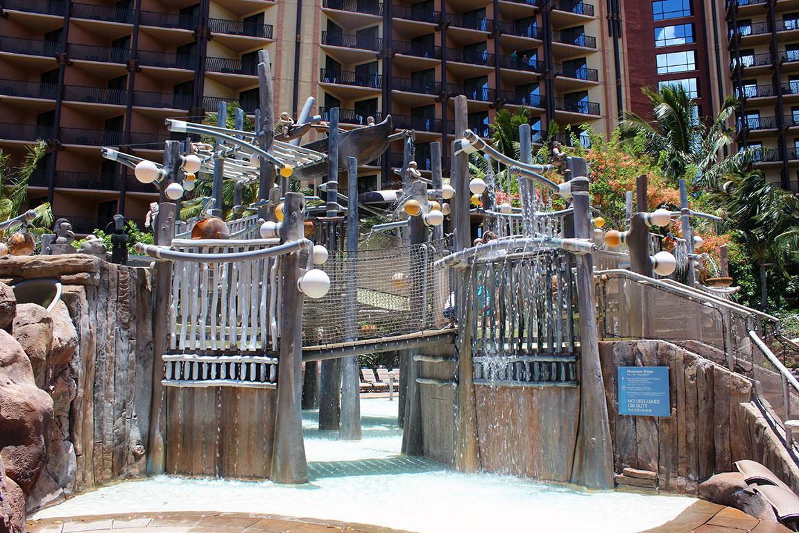 アウラニ・ディズニー・リゾート&スパ・コオリナ・ハワイのメネフネ・ブリッジ