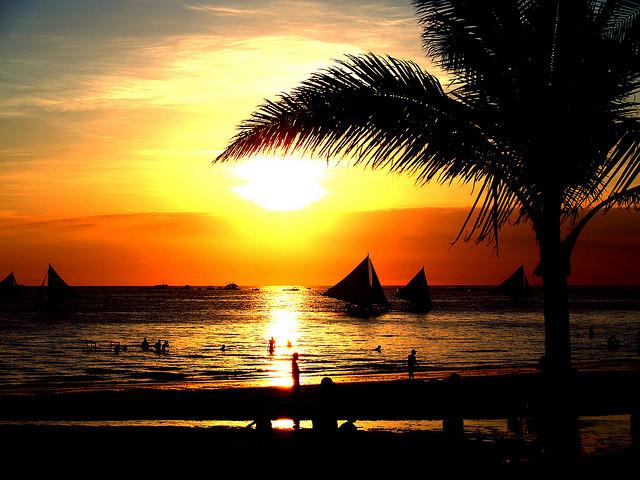 ボラカイ島のビーチの夕焼け風景