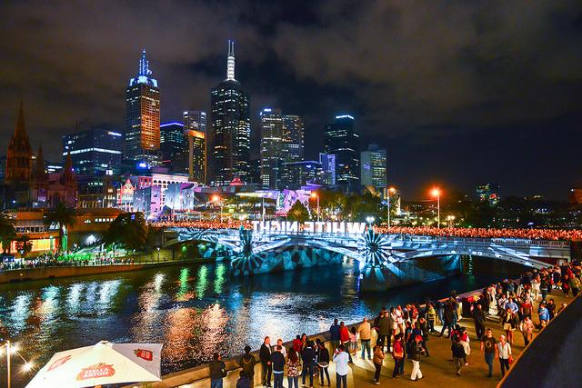 世界一住みやすい都市メルボルンが幻想的な光に包まれる「ホワイトナイト」が素敵すぎる!