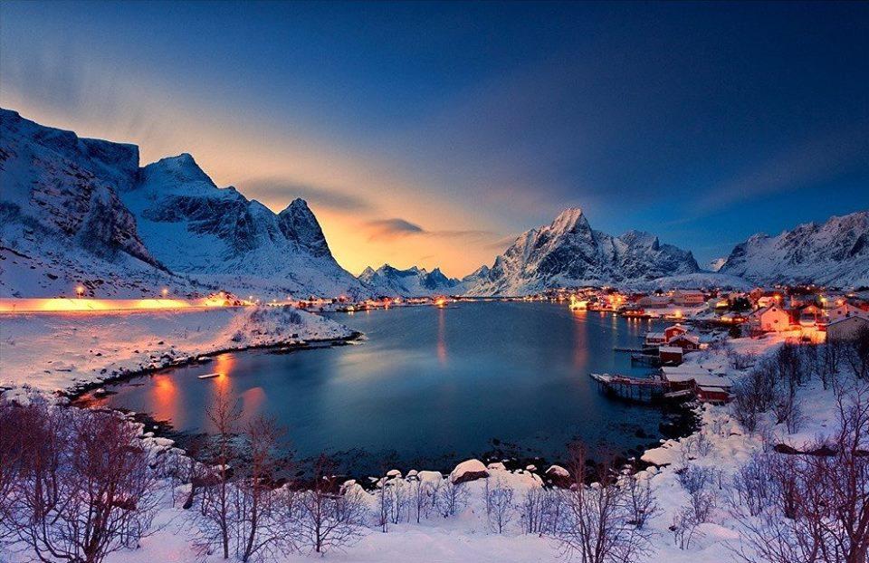 ノルウェーのレーヌの夕焼け