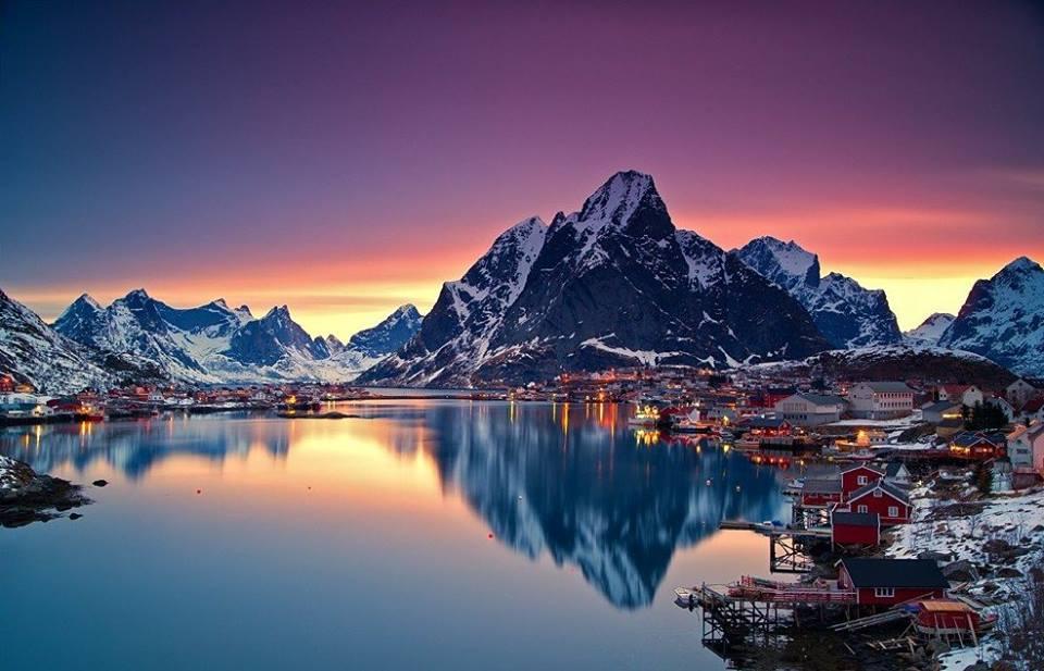 まるで絵画のようなノルウェーで最も美しい村「レーヌ」