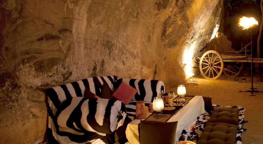 ヘリタンス・カンダラマ 洞窟ディナー