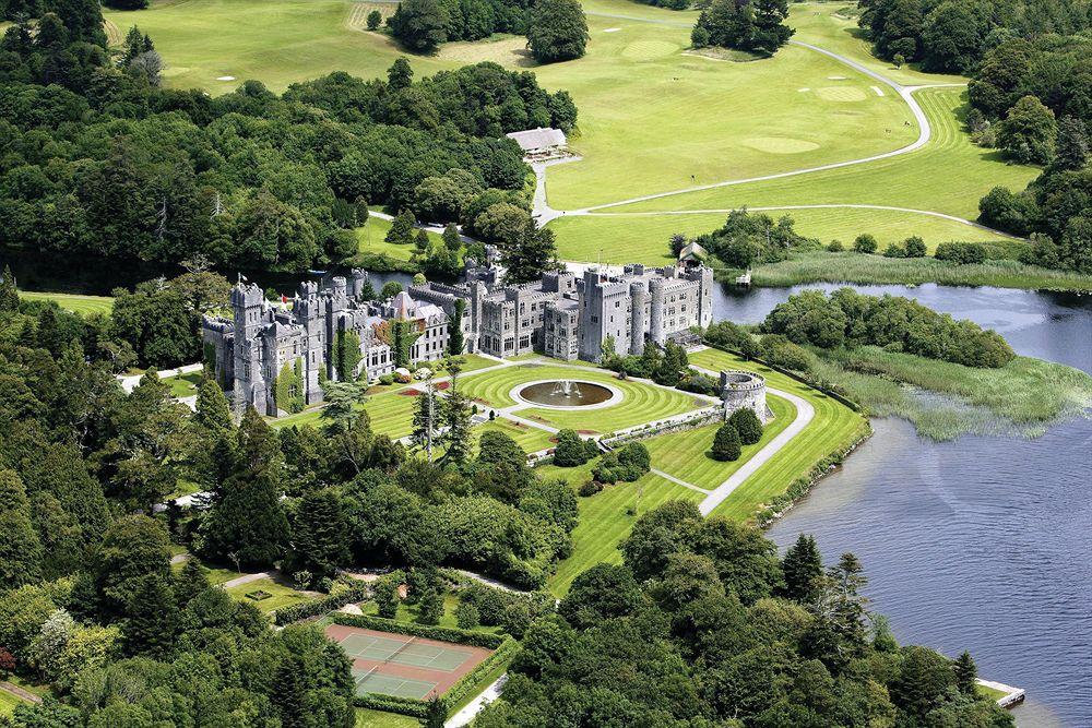 アイルランド最古の城に宿泊できるファンタジーな古城ホテル「アシュフォード・キャッスル」