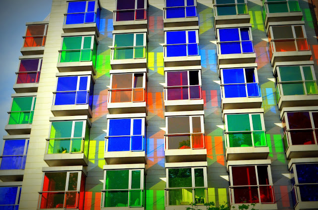 あなたは何色の部屋に泊まる?スペインのカラフルホテル「ホテル・エスぺリア・ビルバオ」